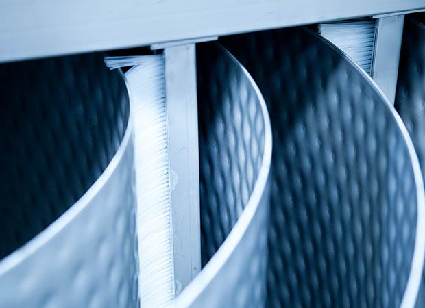Self cleaning heat exchanger